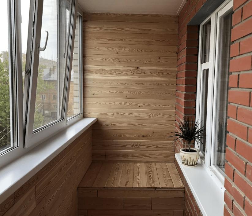 Дерево доски на балконе