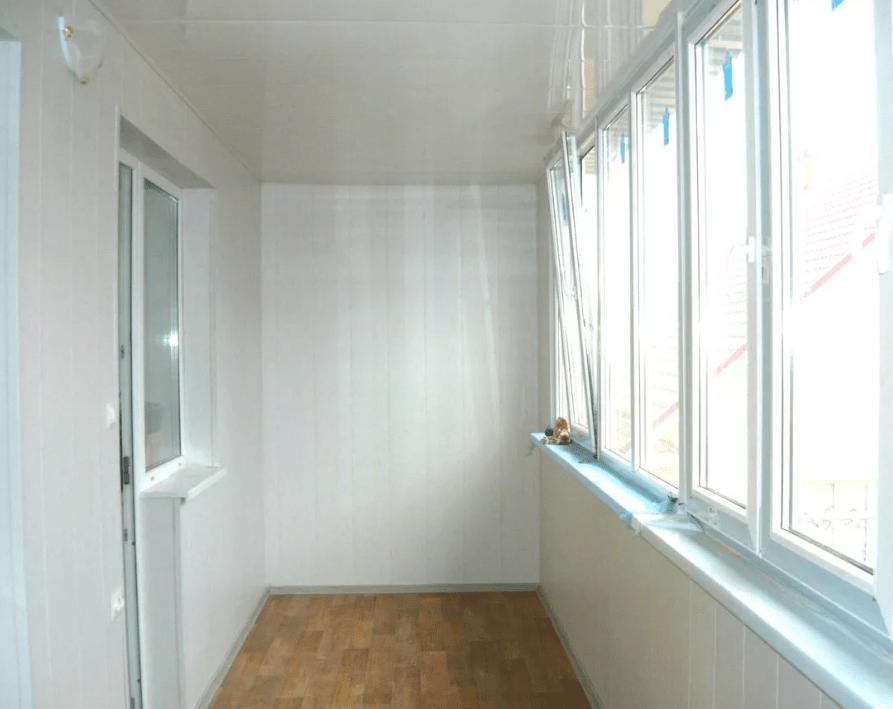Пластик, ПВХ панели на балконе
