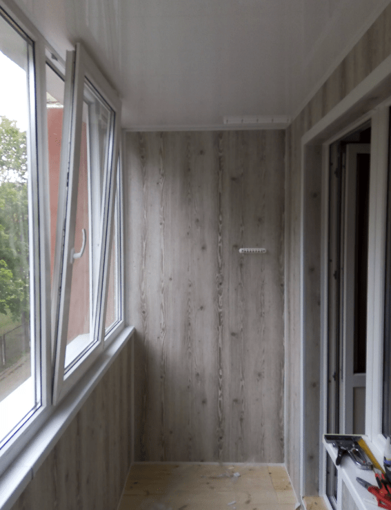Отделка балкона своими руками ПВХ, МДФ панелями, вагонкой. Пошаговая инструкция
