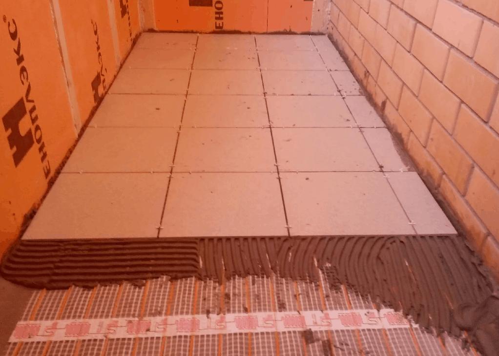 Как сделать стяжку пола на балконе. Пошаговая инструкция сухой стяжки пола, на пеноплексе,под плитку