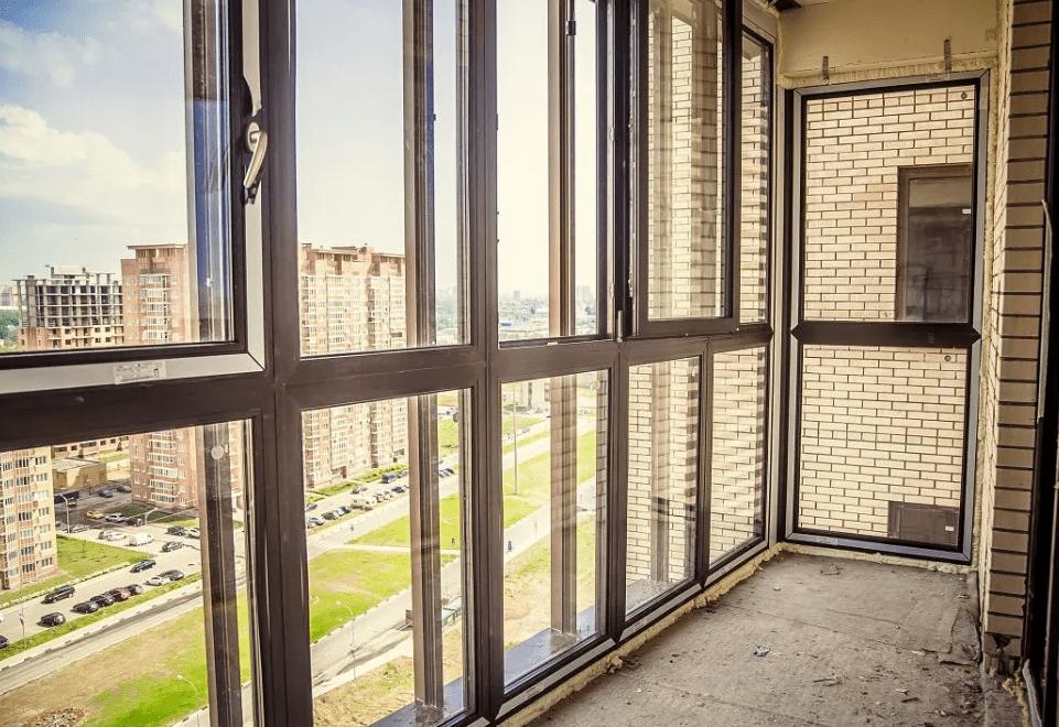 Панорамное остекление балкона: виды, плюсы и минусы, инструкция по установке
