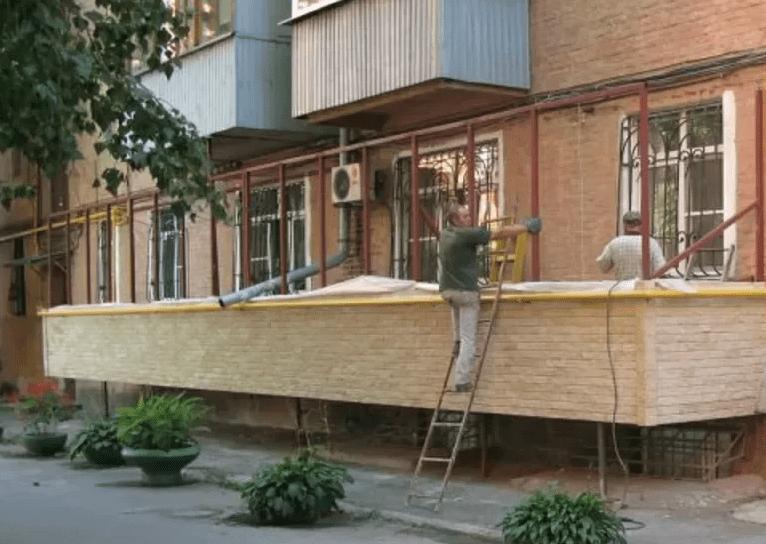 Как пристроить балкон на первом этаже: 2 типа, инструкция и как узаконить
