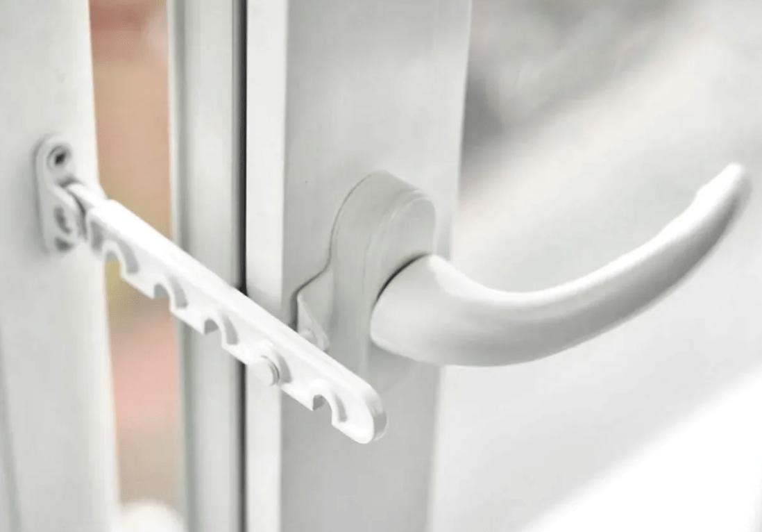 Ограничители открывания дверей балкона
